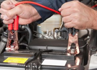 How to Turn a Car On With the Discharged Battery